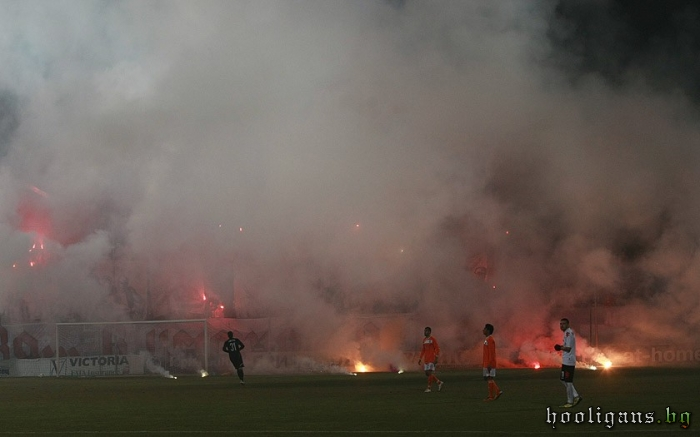 Ultras Choreos (Pyro, Flags, Smokes) - Page 6 Normal_04~0